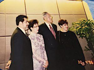 Ernesto Panamá y Rebeca Fernández en los extremos con la primera dama presidente Lee