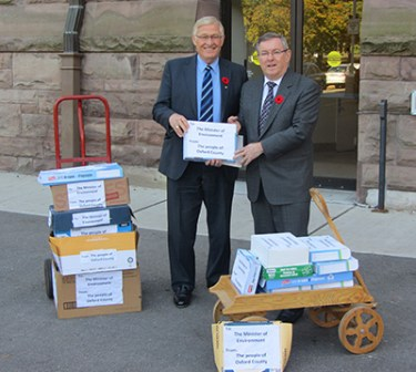 Delivering letters to the Minister of Environment