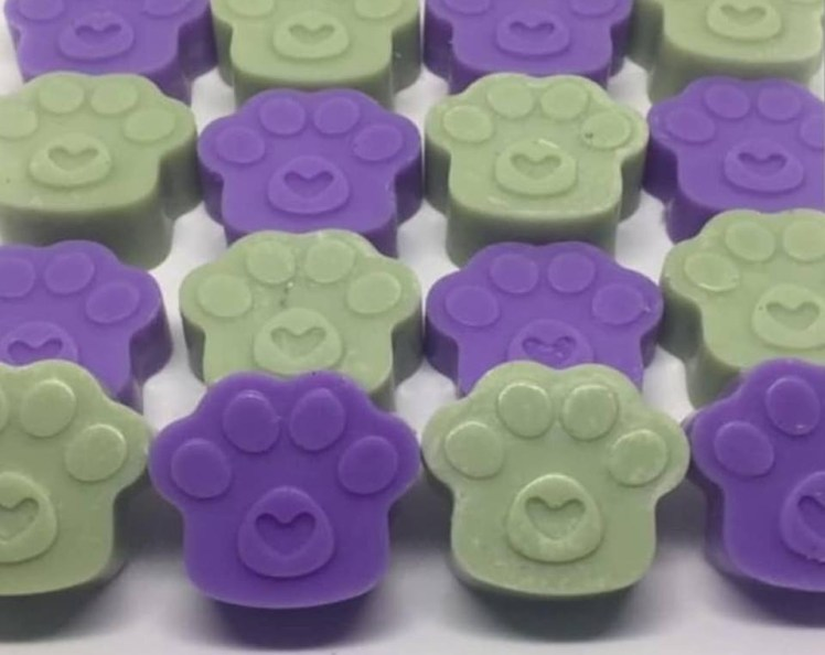 Pawprint-style wax melts from Thor's Paws