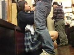 本屋でレディースコミックを立ち読みしてマンコを濡らしている女の子に声をかけてその場で本の内容よりスゴイことしちゃいます!