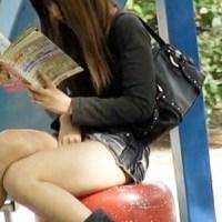 【アダルト動画】(外おなにー隠撮ムービー)BL雑誌を読みながら公園で我慢出来ず自慰行為をするミニスカGALを隠し撮りwwwwww(無料)