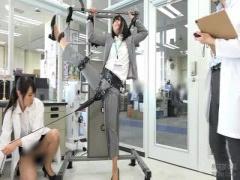 潮吹き企画拘束電マ潮SOD足検証企画  250000回転の電マ SOD社員が身体を張って検証! 手足を拘束されて身動きが取れない状態で潮吹きまくり20 分超