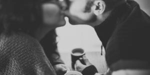 Lær at flirte på din bytur/date og få succes (Guide)