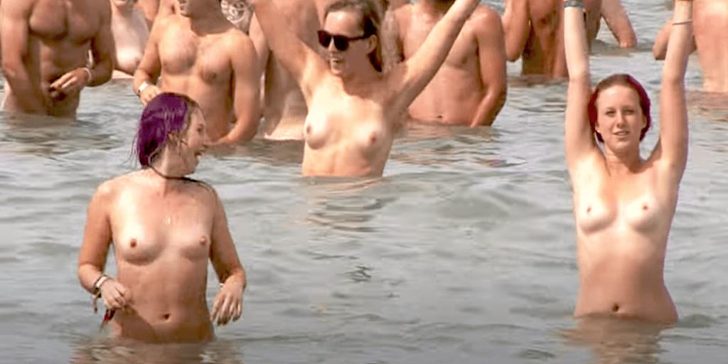 To Mænd Samler En Normal Pige Op På Gaden Til Sex