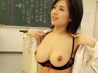 【蒼井そら】「先生のおっぱいでもっと気持ちいいことしてあげる♪」美巨乳S級女教師が教室ご奉仕セックス!