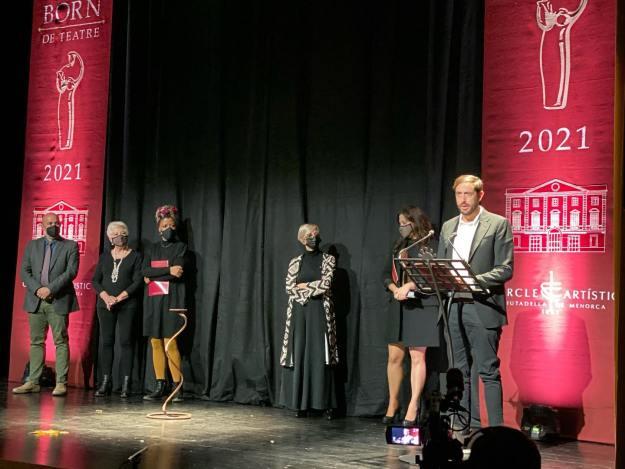 O dramaturgo Luis Manuel Soriano Ochando recibindo o Premi Born 2021. Foto Afonso Becerra