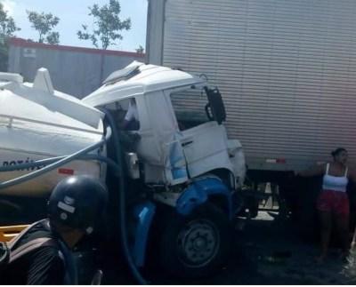 acidente caminhões apolo