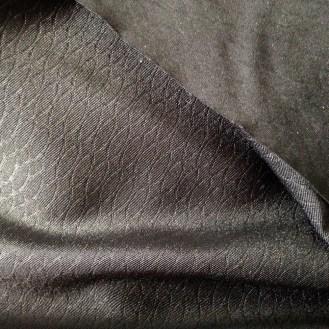 schwarzer Jersey mit Wabenstruktur aus Polyester (Funktionsfaser)