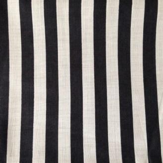schwarz-weiß-gestreifte Webware aus Baumwolle