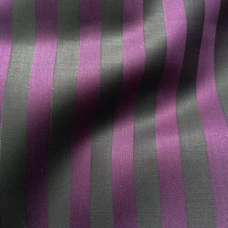 Webware aus Viskose mit Streifen in schwarz und aubergine