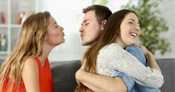 Sevgilin varken başkasıyla konuşmak aldatmak mı?