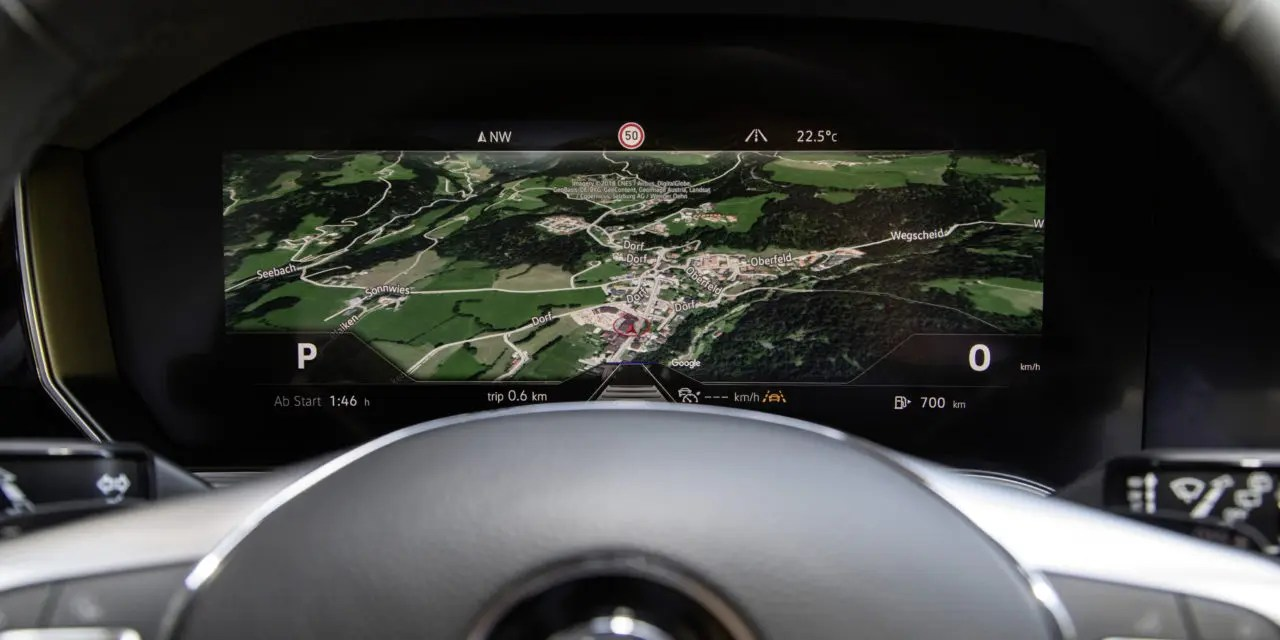 hight resolution of bosch gets the world s first curved instrument cluster on the road