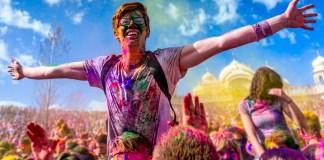 Holi atau Festival Warna