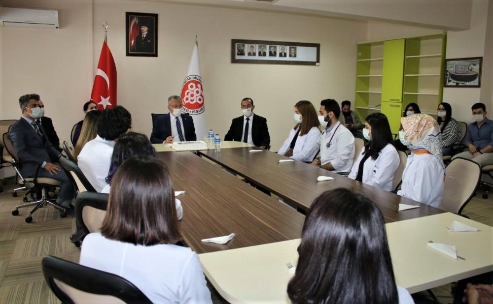 Rektör Levent, Tıp Fakültesi öğrencileri ile bir araya geldi