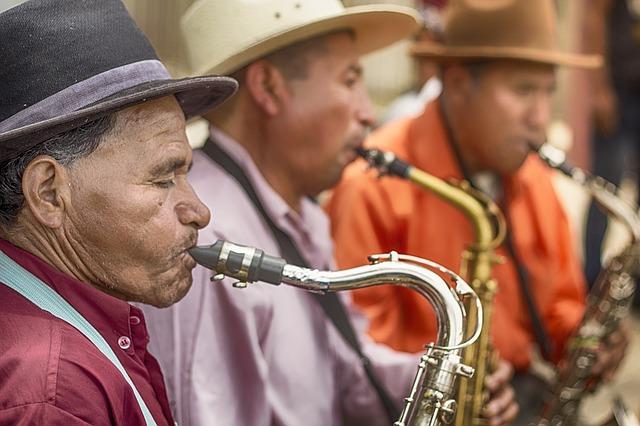 Mannen die saxofoon spelen in Guatemala