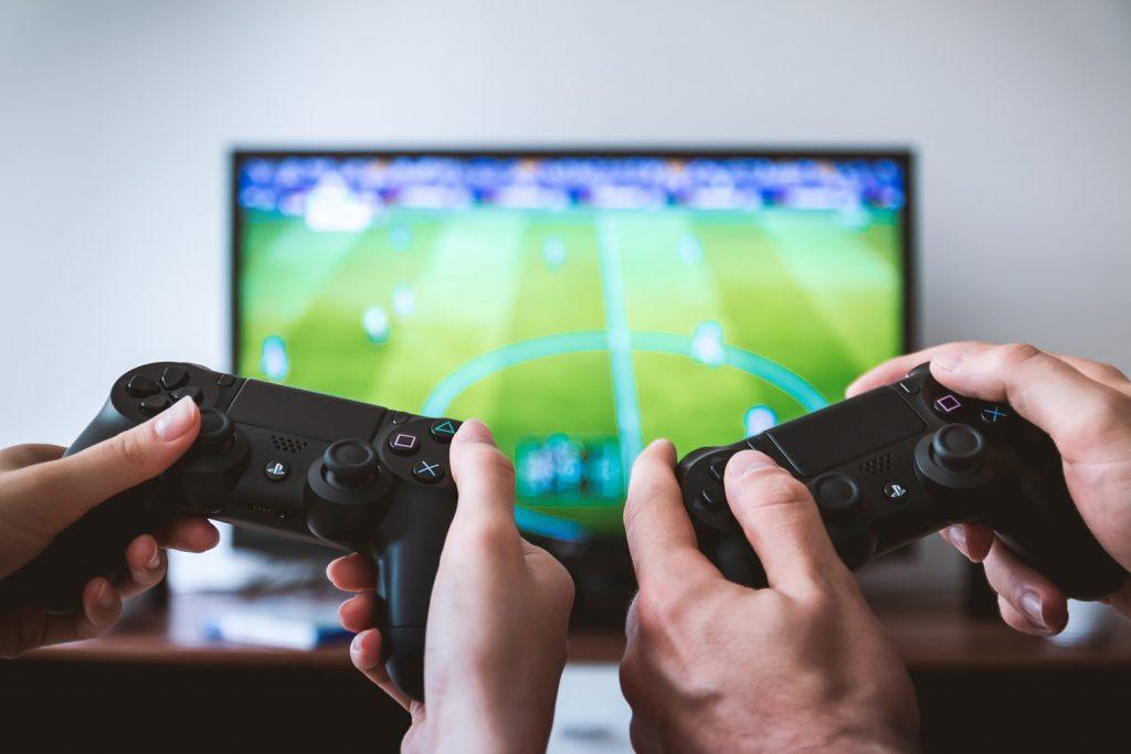 Samen online gamen met je papa die ouder wordt