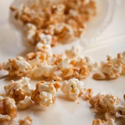 Recept zoute karamel popcorn