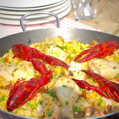 Paella met rivierkreeft en kip recept