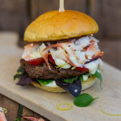 Surf and Turf hamburger met krab – Vrijdag Visdag
