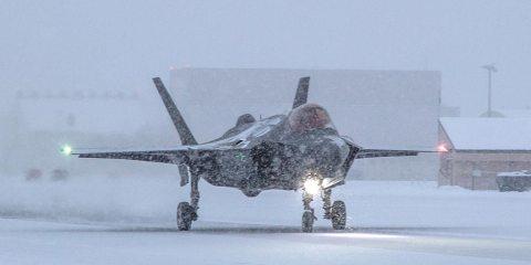 F-35 on pista de hielo