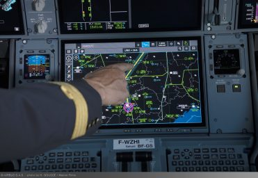 A350 XWB cockpit touchscreen_