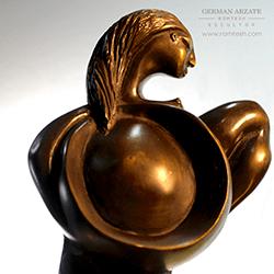 mujer_circulo_sculpture