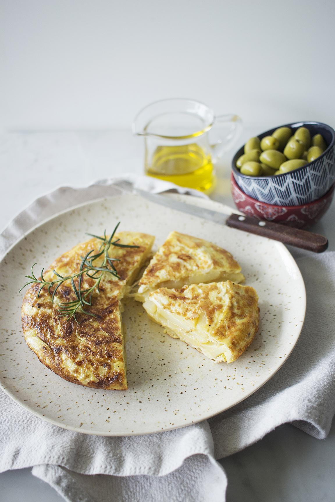 Tortilla española de cebolla y papa
