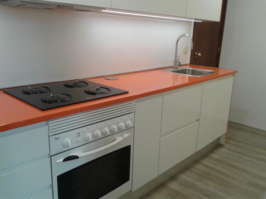 Foto Encimera de Formica Naranja de Muebles De Cocina