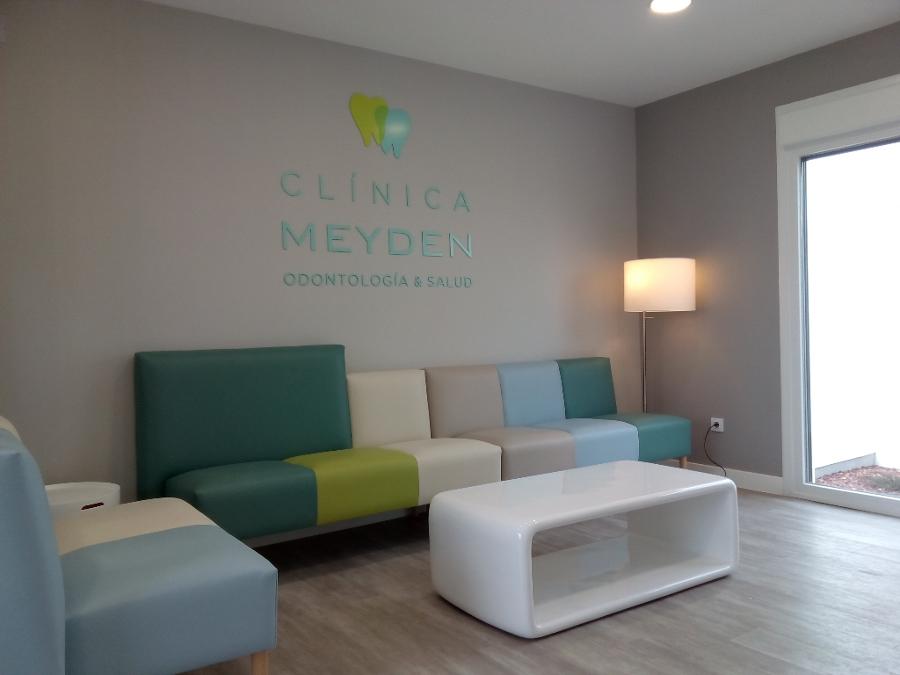 sofas modernos para sala de tv simmons bentley sofa reviews foto: espera clínica meyen morfus equipamiento ...
