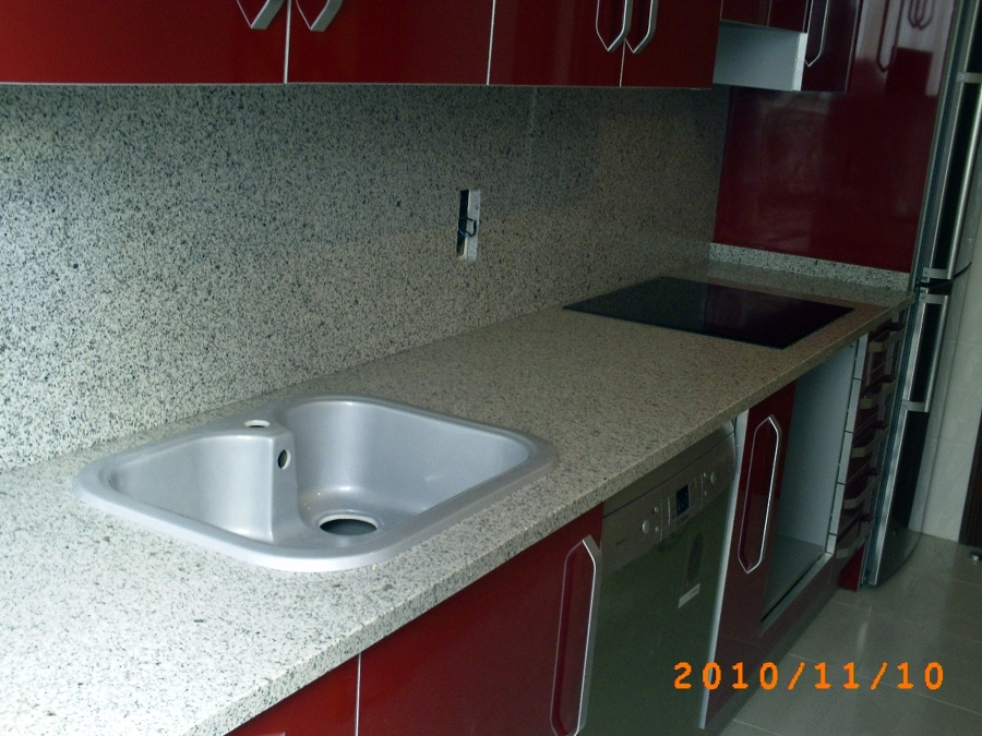 Foto Encimera Cocina en Granito Blanco Cristal 3 Cm de MRMOLES DEMETRIO 294408  Habitissimo