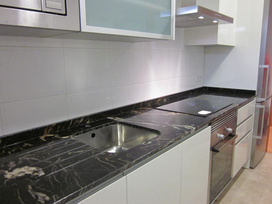 Foto Encimera de Cocina en Granito Naturamia Titanium Pulido de Marmoleria Sa Pedra 610296  Habitissimo