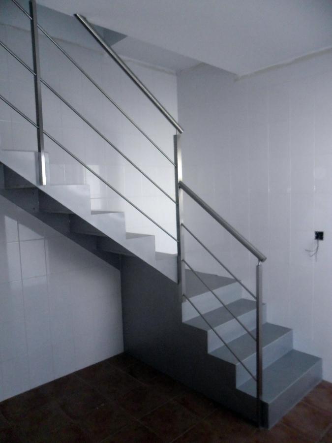 Foto Escalera de Hierro con Barandilla de Acero