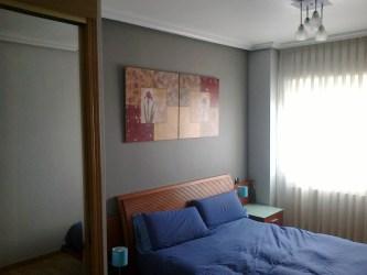 Foto: Habitación Color Gris Oscuro y Gris Claro de