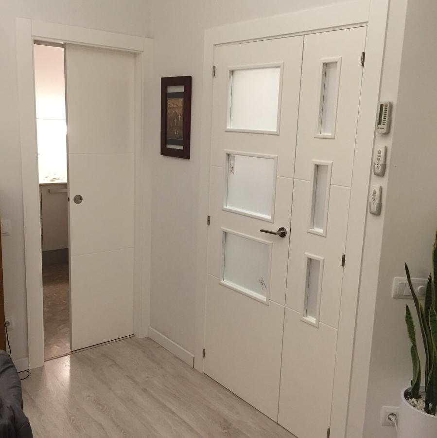 Foto Puerta Corredera Cocina y Puerta Vidriera para Salon de Javier Latorre Carpintera de Madera 1073026  Habitissimo