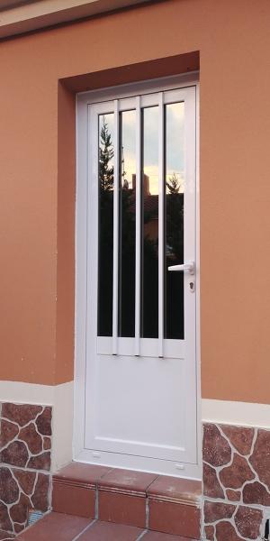 foto puerta de acceso a patio de