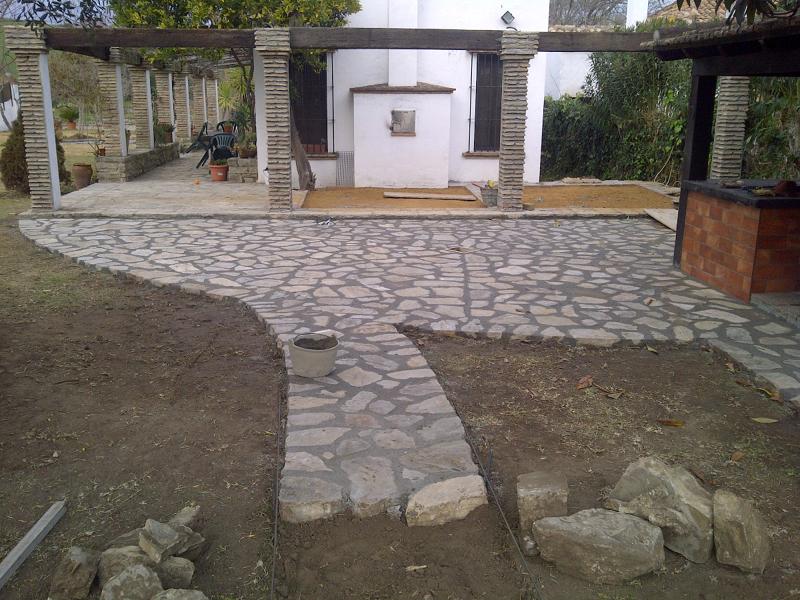 Foto Ensolado de Jardn con Piedra Natural de Goditec