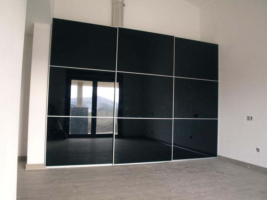 Foto Armario con Puertas en Cristal Negro de Moblecor