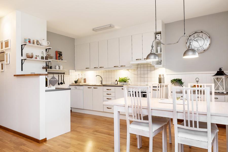 Foto Cocina Blanca con Mesa para Comer de Marta 1024781
