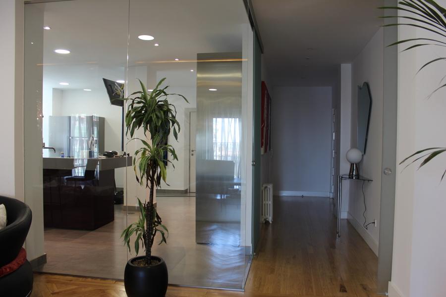 Foto Hall Entrada Salon y Cocina Tabiqueria de Cristal