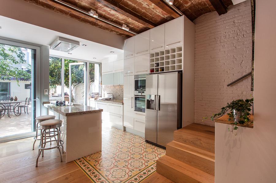 Foto Vista Parcial de la Escalera Cocina y Patio