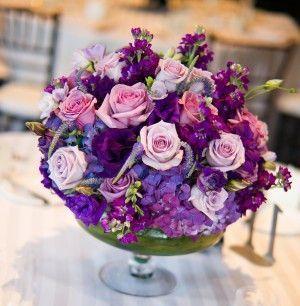 Centro mesa boda con flores lila  Handspire