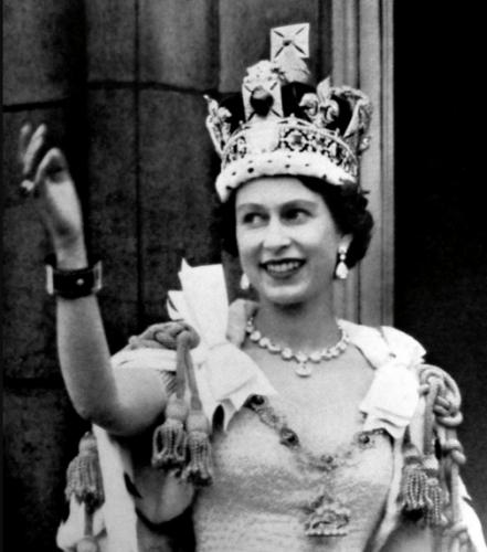 Resultado de imagen para Foto 1952: En Inglaterra, Isabel II es proclamada reina