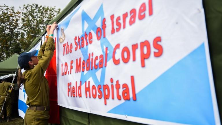 Soldados israelíes montan un hospital de campaña en Nepal tras el terremoto de 2015. Foto del Portavoz de las FDI/FLASH90.