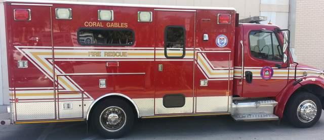 Ambulancia del cuerpo de bomberos y rescate de Coral Gables, condado de Miami-Dade, Florida.
