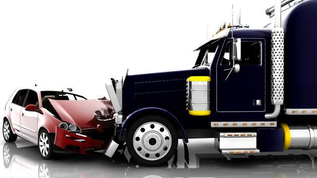 Accidentes de camión y carro