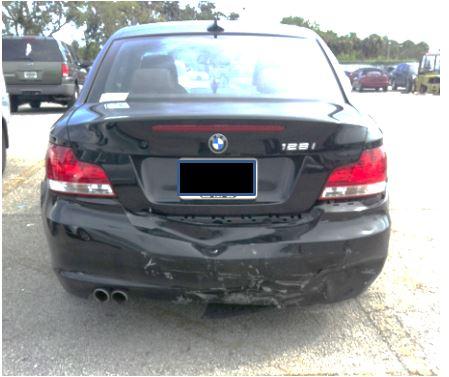 Auto involucrado en una colisión trasera en Miami, Florida