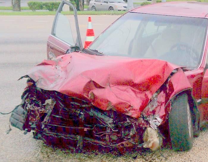 El auto de mi cliente después de su accidente cerca de Cutler Bay