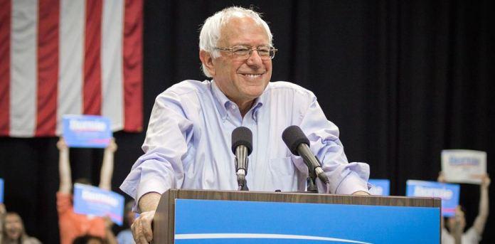 """""""Creo que es tonto seguir discutiendo sobre lo que pasó en 2016"""", dijo Bernie frente a la publicación del nuevo libro de Hillary Clinton. (Wikimedia)"""