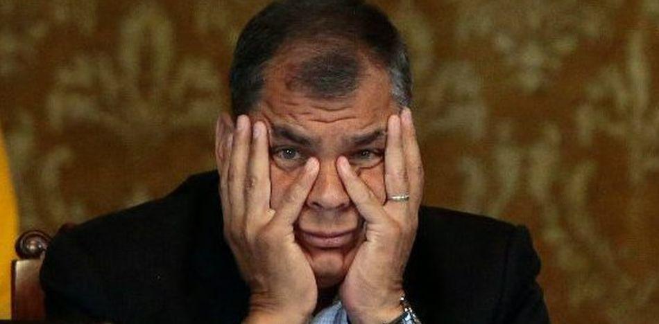 Rafael correa pide la renuncia de len n moreno por payaso for Camara oculta en la oficina