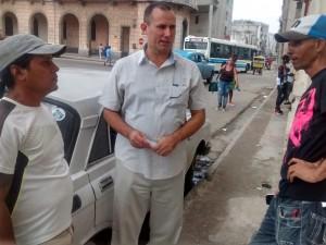 José Daniel Ferrer (en el medio) vive en Santiago de Cuba pero viaja seguido a La Habana. (PanAm Post)